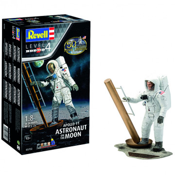 Apollo 11 Astronaut on the Moon 1:8